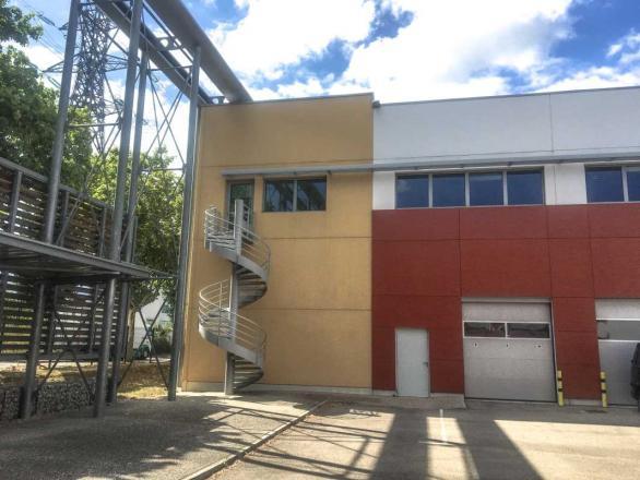 A LOUER - 2143.0 m²