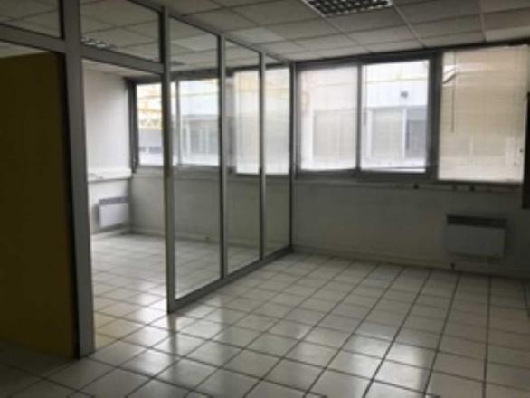 A LOUER - 322.0 m²