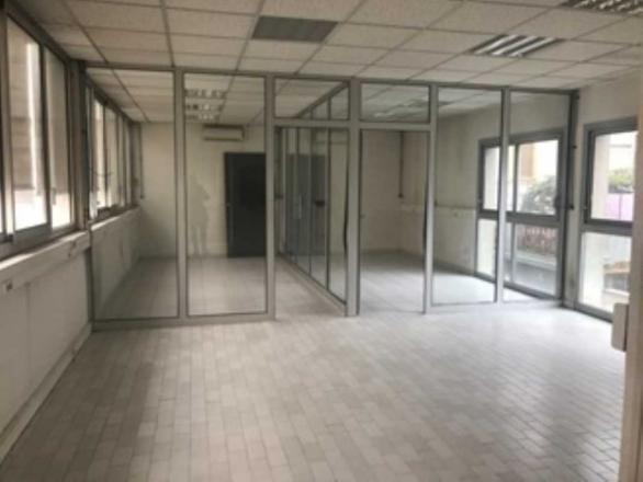 A LOUER - 241.0 m²