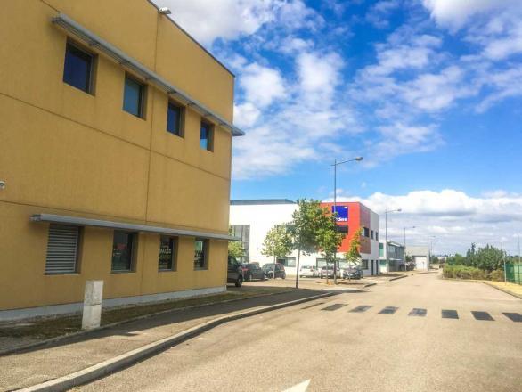 A LOUER - 182.0 m²