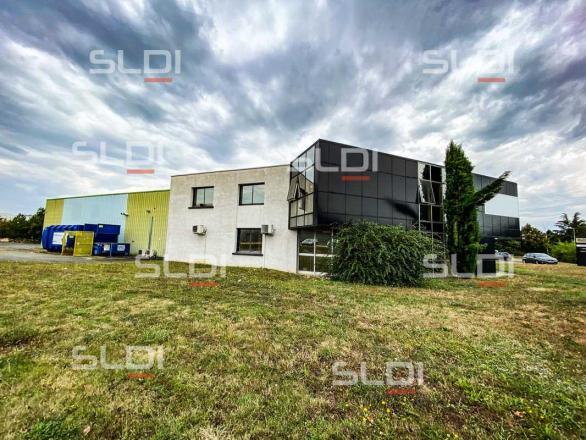 A LOUER - 4540.0 m²