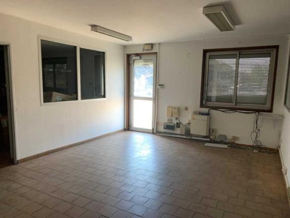 A LOUER - 250.0 m²