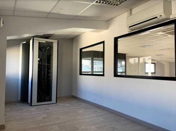 A LOUER - 305.0 m²