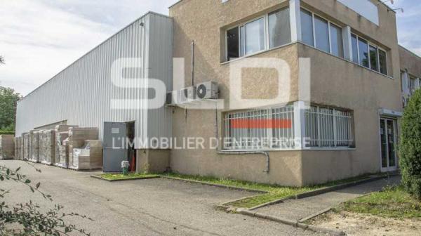 A LOUER - 682.0 m²