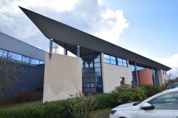 A LOUER - 149.9 m²