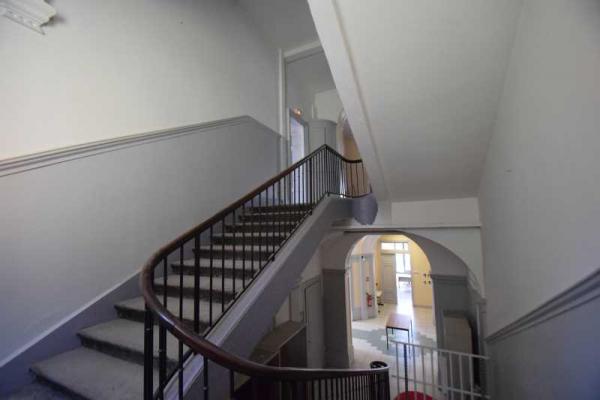 A LOUER - 830.0 m²