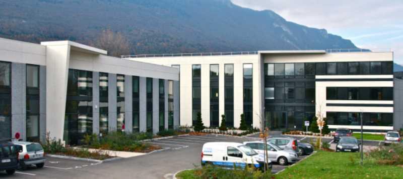 A LOUER - 1805.0 m²